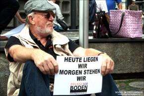 """Flashmob """"Pflege am Boden"""" am Breitscheidtplatz"""