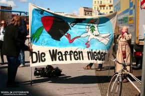 """Berliner Ostermarsch unter dem Motto """"Die Waffennieder"""""""