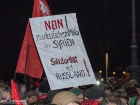 Kundgebung gegen deutschen Militäreinsatz in Syrien am BrandenburgerTor