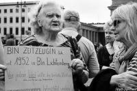 Eine politische Demonstration mit Zeitzeugen und Stör-Aktion