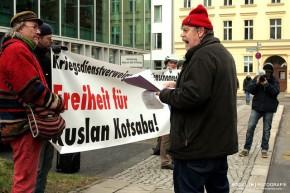 Freiheit für Ruslan Kotsaba vor der Ukrainischen Botschaft inBerlin