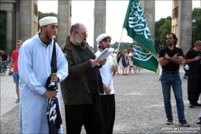 Bernhard Falk und  Soufiane A. in Berlin aufSalafismus-Tour